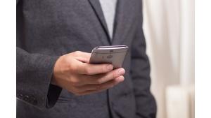 Zwierzęta, dzieci i piwo wśród największych zagrożeń twojego smartfona