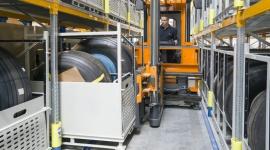 Maksymalizacja gęstości składowania dzięki automatycznym regałom i VNA