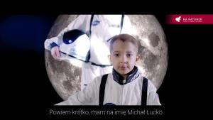 Radioterapia niczym lot rakietą kosmos. Michaś Łucko rapuje o walce z rakiem Biuro prasowe