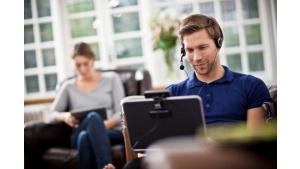 Praca zdalna – jak stworzyć domowe biuro dostosowane do indywidualnych potrzeb?