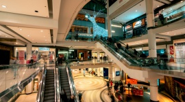 Raport Salesforce Shopping Index: galopujący wzrost cen i wydatków konsumentów