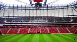 Setki metrów materiałów wokół murawy na Stadionie Narodowym