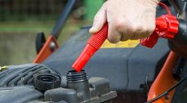 Benzyna alkilatowa - sposób na ekologiczne zasilanie małych maszyn i urządzeń