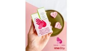 """Pomocna dłoń w trudnych czasach. Mary Kay podsumowuje kampanię społeczną """"Dłonie"""
